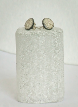 Studs R 350.00 (approx. EURO 24.00)
