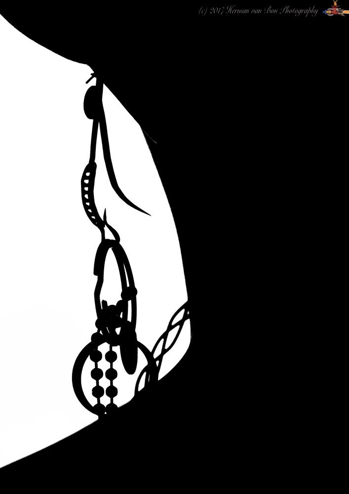 silhouette-earring