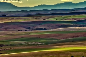 between two mountain ranges in the overberg